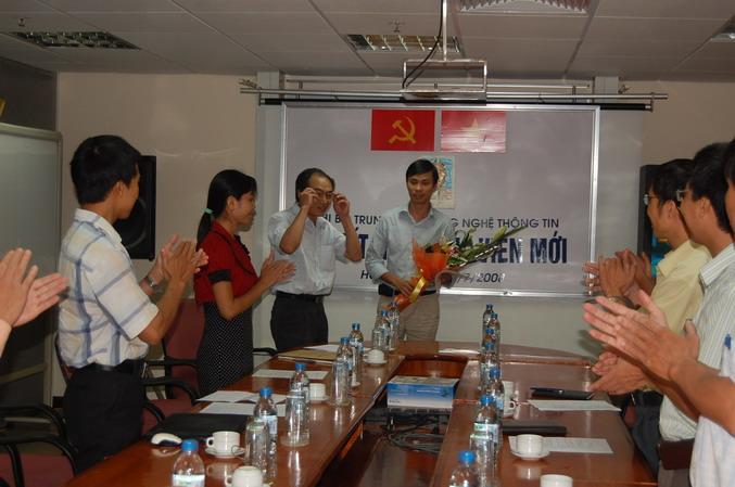 Chi bộ Trung tâm CNTT kết nạp đảng viên mới