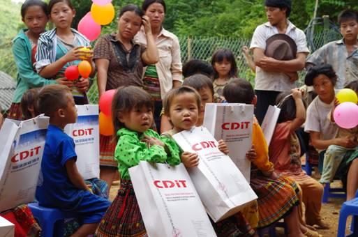 Làng Ca – Chuyến đi từ thiện đầy cảm xúc